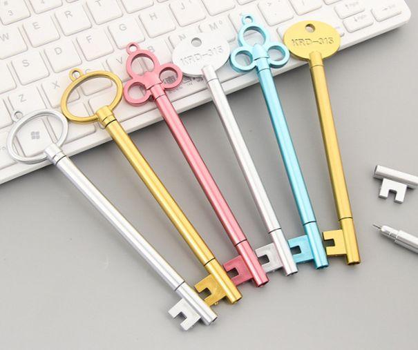 Kulcs alakú toll