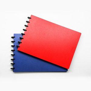 A3-as vázlatfüzet műanyag borítóval piros és kék színben